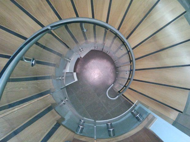 Escalier-courbe-en-verre-MFD-GOUDARD.