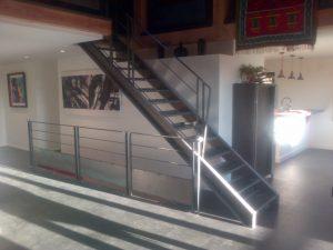 escalier acier brut